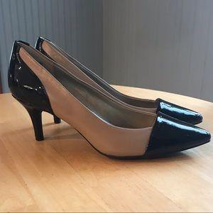 BANDOLINO Dress Heels Beige w/Black Patent
